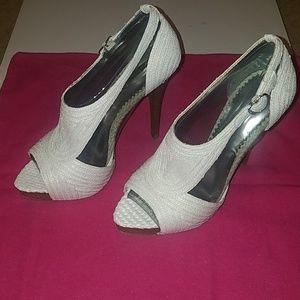New Report Signature Lucie Raffia white straw heel